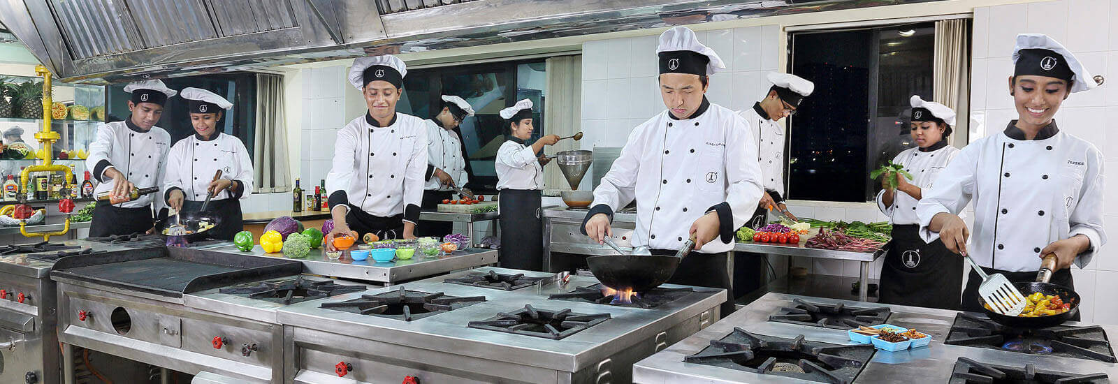 careers in hospitality and cruise industries there